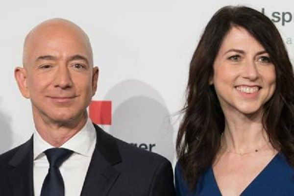 cms_13396/Jeff_Bezos_moglie__MacKenzie_afp.jpg