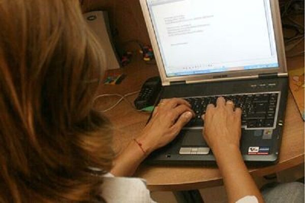 cms_13821/donna_computer_fg_ipa.jpg