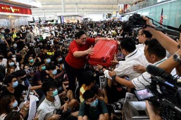 cms_13825/hong_kong_proteste_aeroporto_afp_(2).jpg