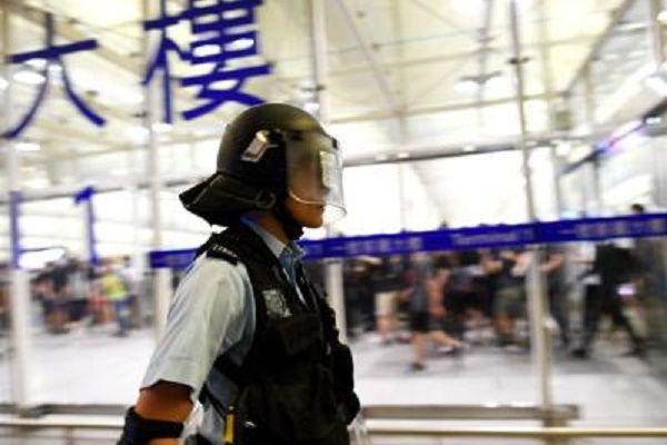 cms_13837/HongKong_aeroporto_polizia_Afp.jpg