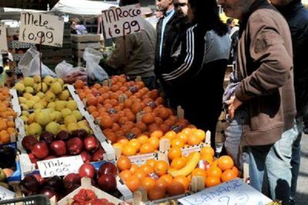 cms_14093/Fruttivendolo_mele_mercato_tagliato_fg.jpg