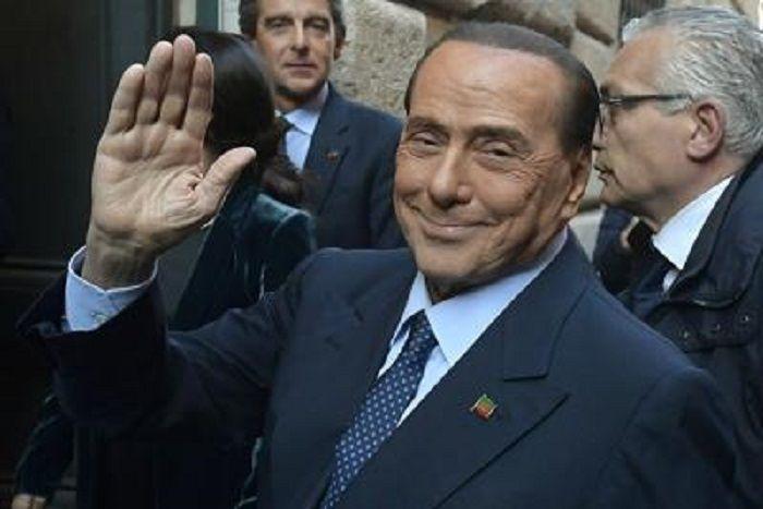 cms_14552/Berlusconi_mano_Fg_.jpg