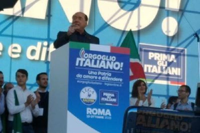 cms_14607/Berlusconi_Roma_palco_Adn.jpg