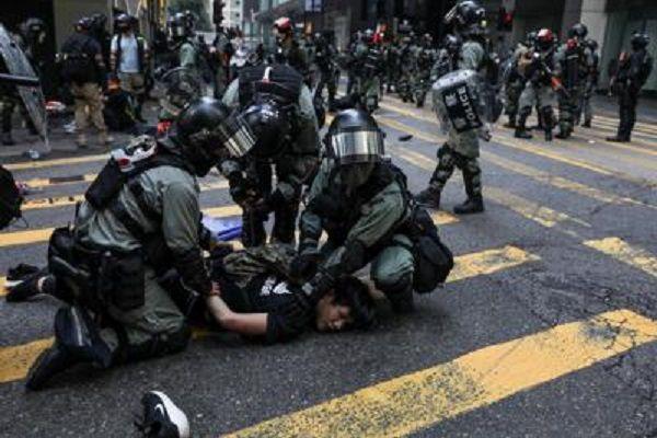 cms_14911/hong_kong_polizia_scontri_afp.jpg