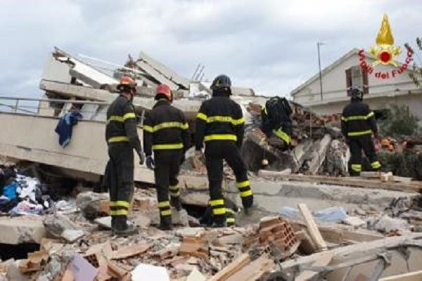 cms_15102/albania_terremoto_vigili.jpg