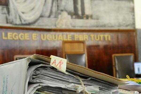 cms_15174/faldoni_tribunale6_fg.jpg