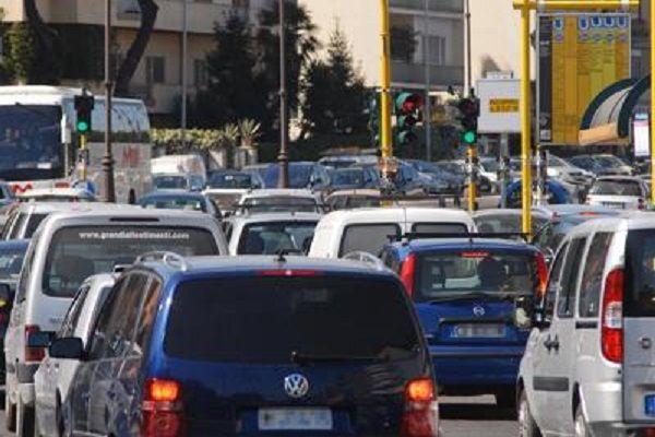 cms_15673/traffico_roma_auto_FTG.jpg