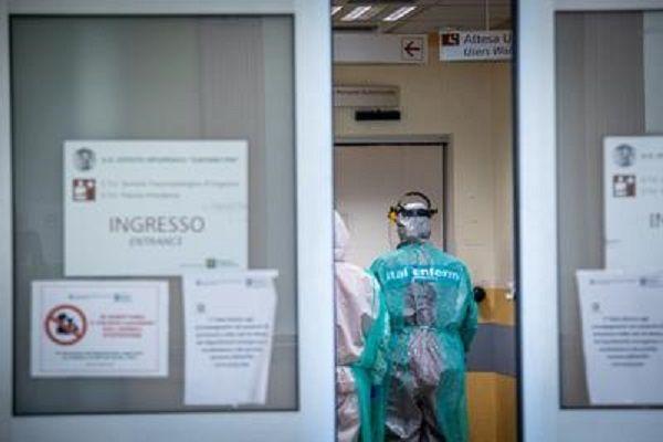 cms_18020/coronavirus_ospedale_infermieri_ingresso_fg.jpg