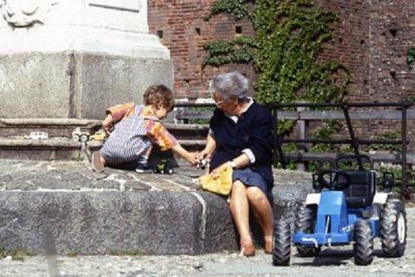 cms_18080/nonna_nipote_fg.jpg