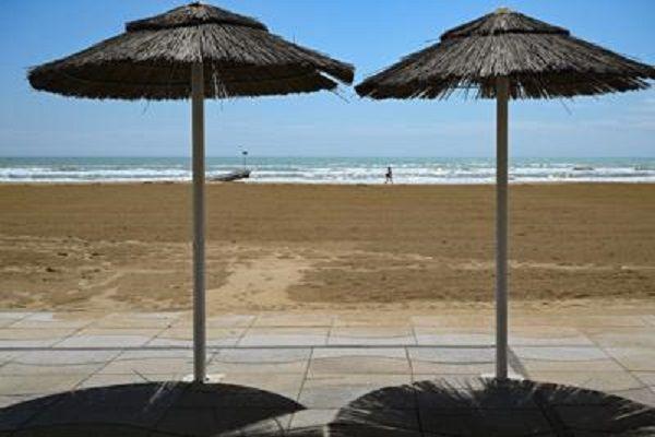 cms_18080/ombrelloni_spiaggia_afp_dim.jpg
