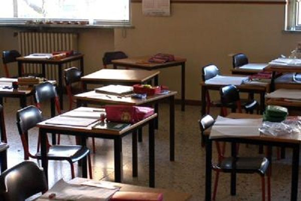cms_18608/scuola_banchi_vuoti_fg.jpg
