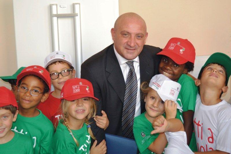 cms_306/Mannino_con_bambini_multietnici.jpg