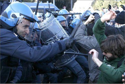 cms_1378/news_img1_66569_scontri-polizia-ast.jpg