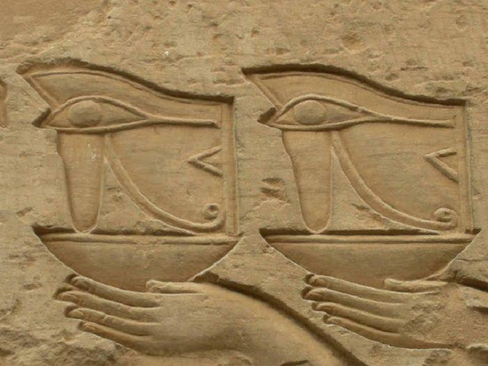 cms_20646/FOTO_1_-_doppio_occhio_di_Horus-Temple_of_Sobek.jpg